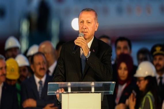 Cumhurbaşkanı Erdoğan 3. havalimanına ilk inişi yaptı!