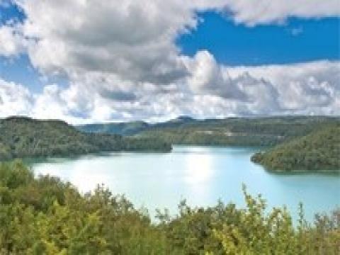 Suni göl ve baraj gölleri kıyısına ev izni!