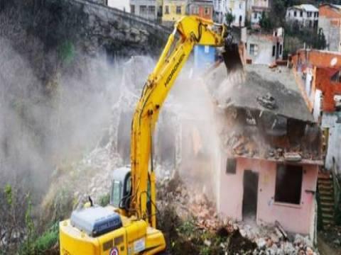 Bağcılar'da 192 riskli yapı yıkıldı!
