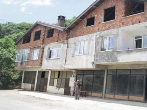 Beykoz'da bitişik evlerin biri 2B kapsamında, diğeri yıkılacak!