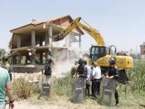 İnegöl'de kaçak yapıların yıkımı devam ediyor!