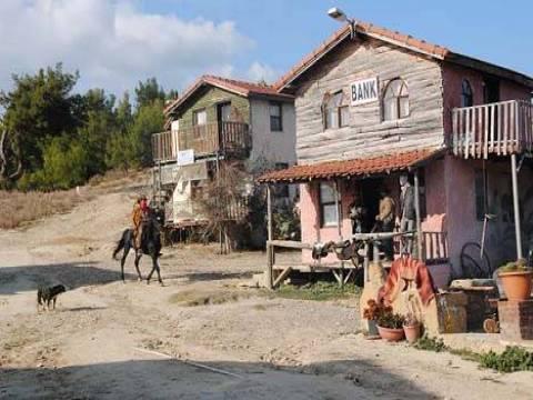 Manavgat'ta bir çift kovboy kasabası kurdu!