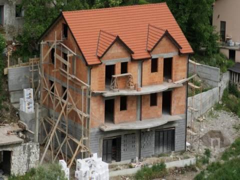 Yeni inşa edilen binalarda emlak vergisi var mı?