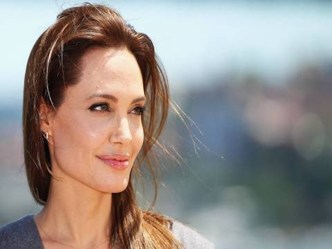 Angelina Jolie, Los Angeles'da yaşamaya devam edecek!