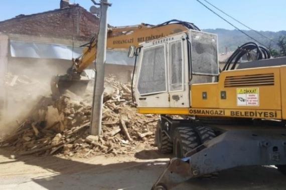 Bursa Osmangazi'deki metruk bina yıkıldı!