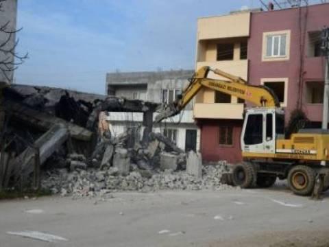 Bursa'da kaçak yapılan tek katlı bina yıkıldı!