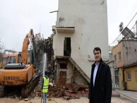 Osmangazi'de Yeşilova Meydanı için kamulaştırılan binaların yıkımına başlandı!