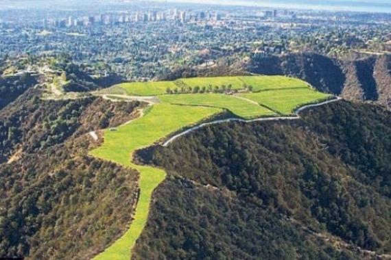 Beverly Hills'te bir tepe 1 milyar dolara satılıyor!