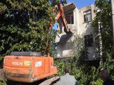 Kartepe'de ağır hasarlı son binanın yıkımı gerçekleşti!