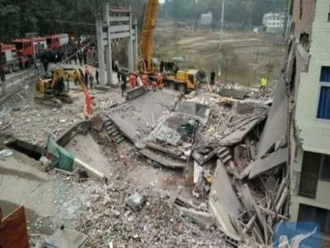 Çin'de beş katlı üç bina çöktü!