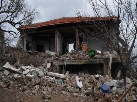 Çanakkale'de depremden 298 ev hasar gördü!