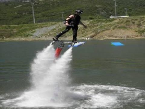 Antalya'da turistlerin yeni ilgi odağı kablolu su kayağı oldu!