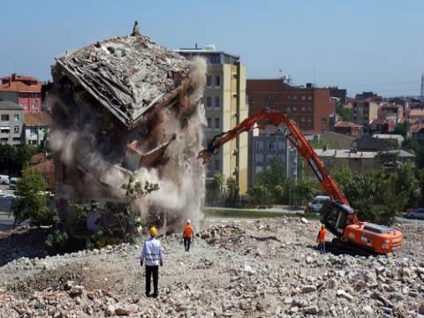 İzmir Uzundere'de kentsel dönüşüm için ilk yıkıma start verildi!