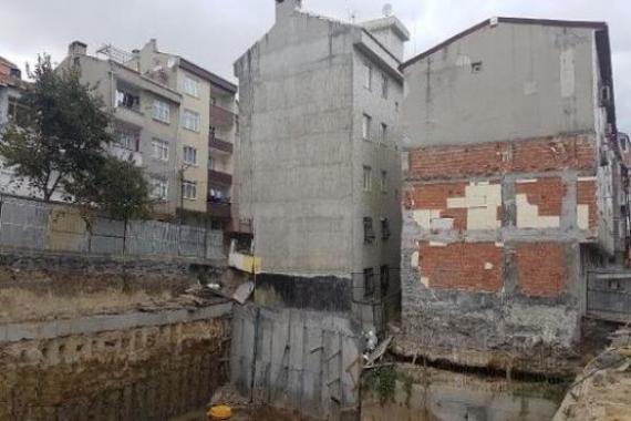 Bağcılar'da çökme riski olan bina tahliye edildi!