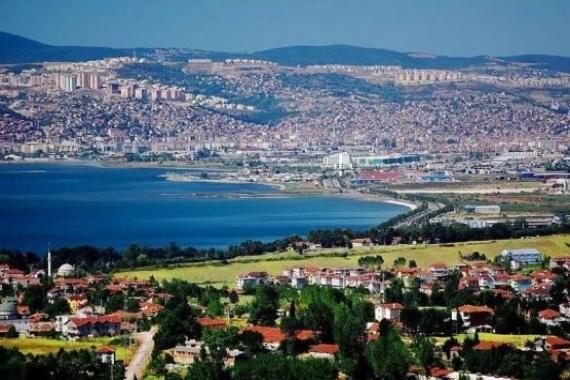 İzmit'te satılık akaryakıt istasyonu ve arsası! 8 milyon TL'ye!