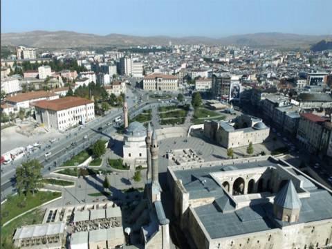 Sivas'ta satılık 2 arsa! 15 milyon TL'ye!