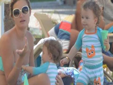 Petek Ertüre oğluyla birlikte tatile çıktı!
