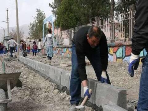 Erzincan Belediyesi kaldırım yenileme çalışmaları sürüyor!