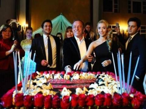 Ali Ağaoğlu'na sürpriz doğum günü partisi düzenlendi!