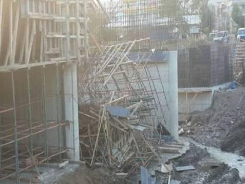 Çanakkale'de köprü inşaatı çöktü!