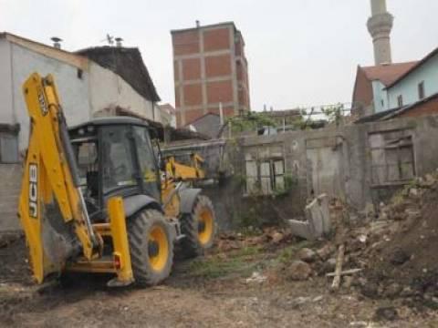İnegöl'de metruk binalar yıkılıyor!