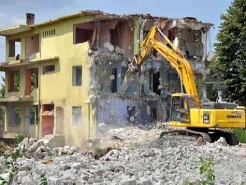 İzmit'te riskli yapılar yıkılmaya başlandı!