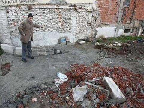 Ali Gamze'nin sel sularından kurtulmak için ördüğü duvar belediye ekiplerince yıkıldı!