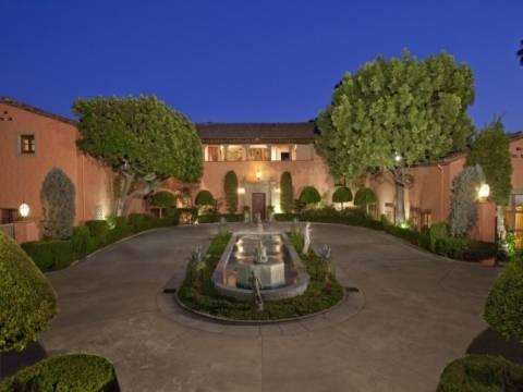 Los Angeles'taki altından malikane 100 milyon dolara satılıyor!
