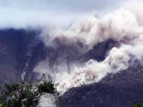 Edonezya'daki yanardağdan çıkan kül 3 bin kilometre yüksekliğe çıkıyor!