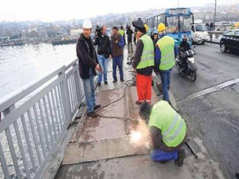 Unkapanı Köprüsü'ndeki açıklık sac levha ile kapatıldı!