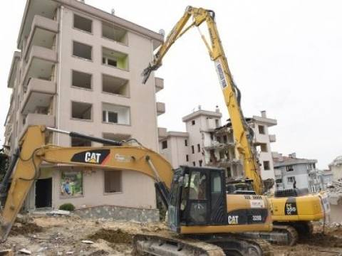 Bursa Çamlık Sitesi'nde dönüşüm için yıkımlar başladı!
