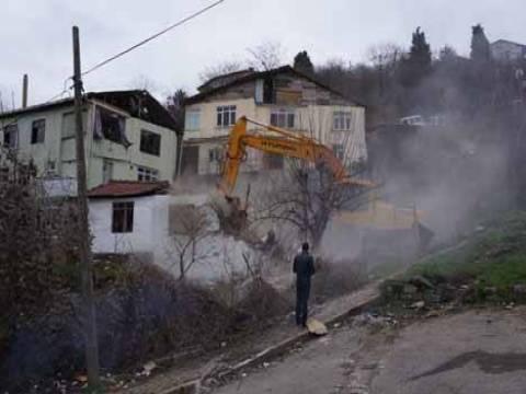 Üsküdar'da anlaşmalı olarak boşaltılan 16 gecekondunun yıkımına başlandı!