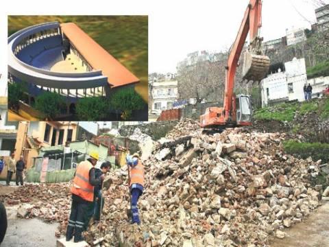 İzmir Antik Roma Tiyatrosu'nu gün yüzüne çıkarabilmek için 101 bina yıkıldı!