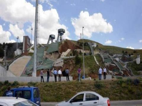 Erzurum'daki atlama kulelerinin pistleri çöktü!