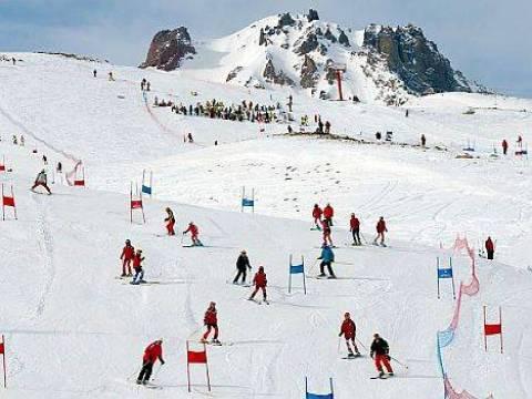 Palandöken'de kar kalınlığı 40 santime ulaştı!