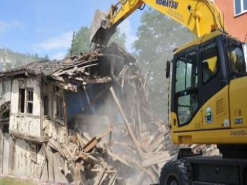 Bursa İnegöl'de kentsel dönüşüm kapsamında 2 ahşap bina yıkıldı!