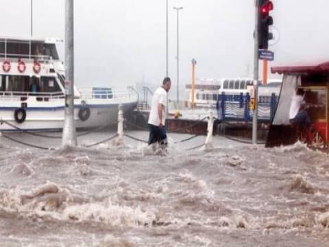 Üsküdar'daki kat otoparkını su bastı!