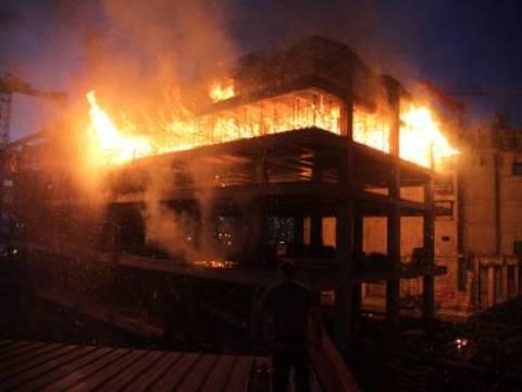 İzmir Bayraklı'da yangın!