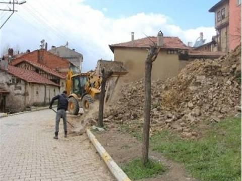 Kütahya Pazarlar'da metruk bina yıkımlarına başlandı!