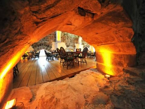 Restorana dönüştürülen 800 yıllık Çakallı Han'a ilgi büyüyor!