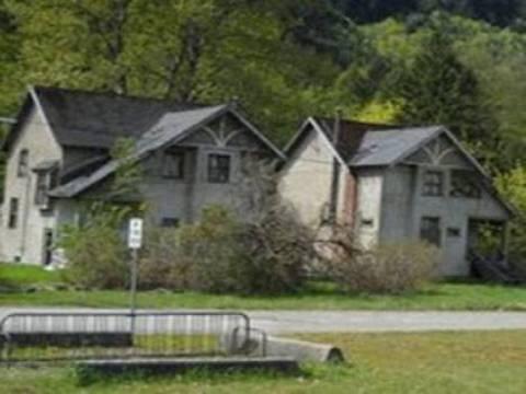 Kanada'da iki ev 1 dolara satışa çıkarıldı!