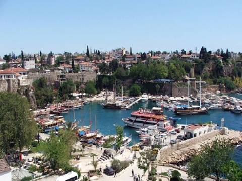Ruslar en çok Antalya'dan konut alıyor!
