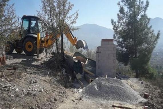 Pamukkale'de hazine arazisi üzerindeki kaçak yapılar yıkıldı!