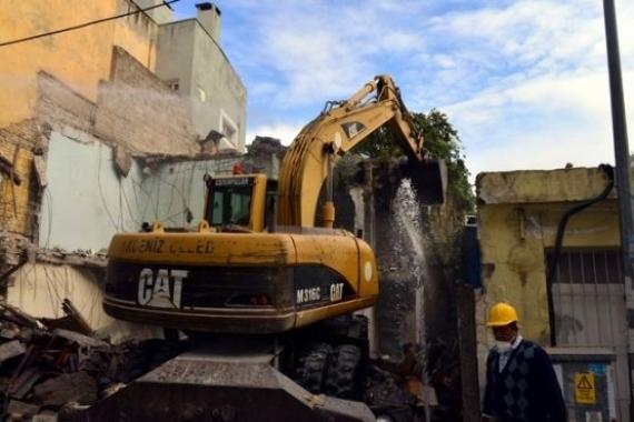 Mersin'de metruk binaların yıkımı yapılıyor!