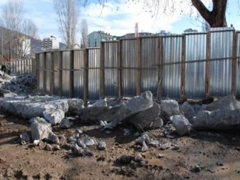 Kosova- Sırbistan arasında gerilime yol açan duvar yıkıldı!